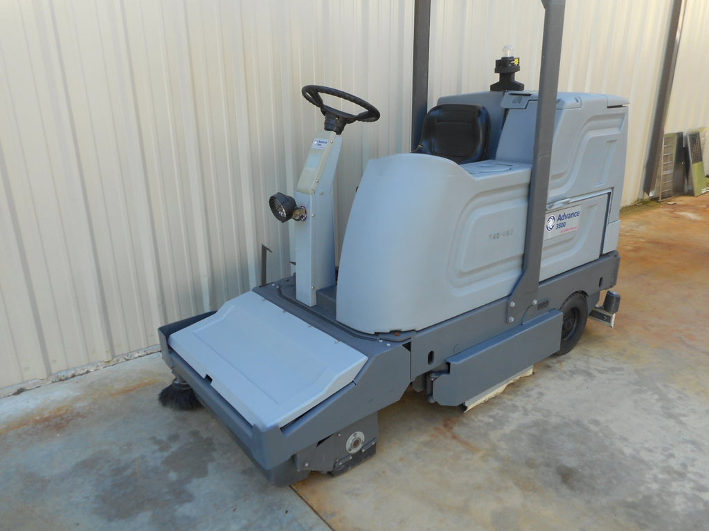 Advance 3800 Rider Floor Scrubber
