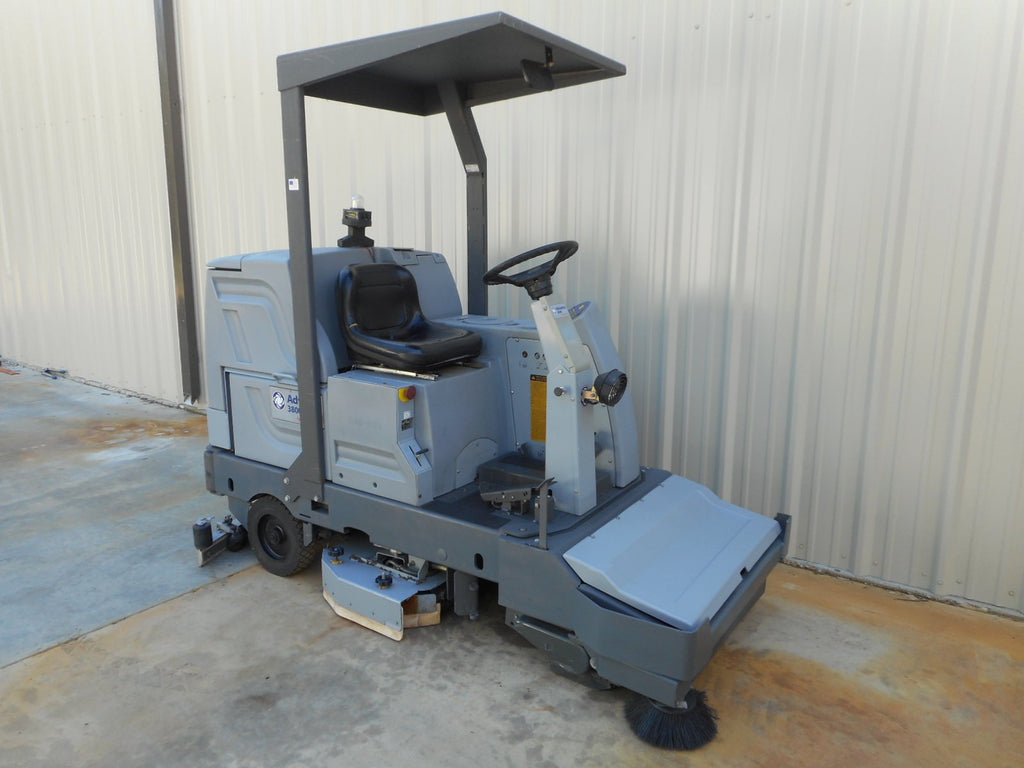 Advance 3800 Used Floor Scrubber
