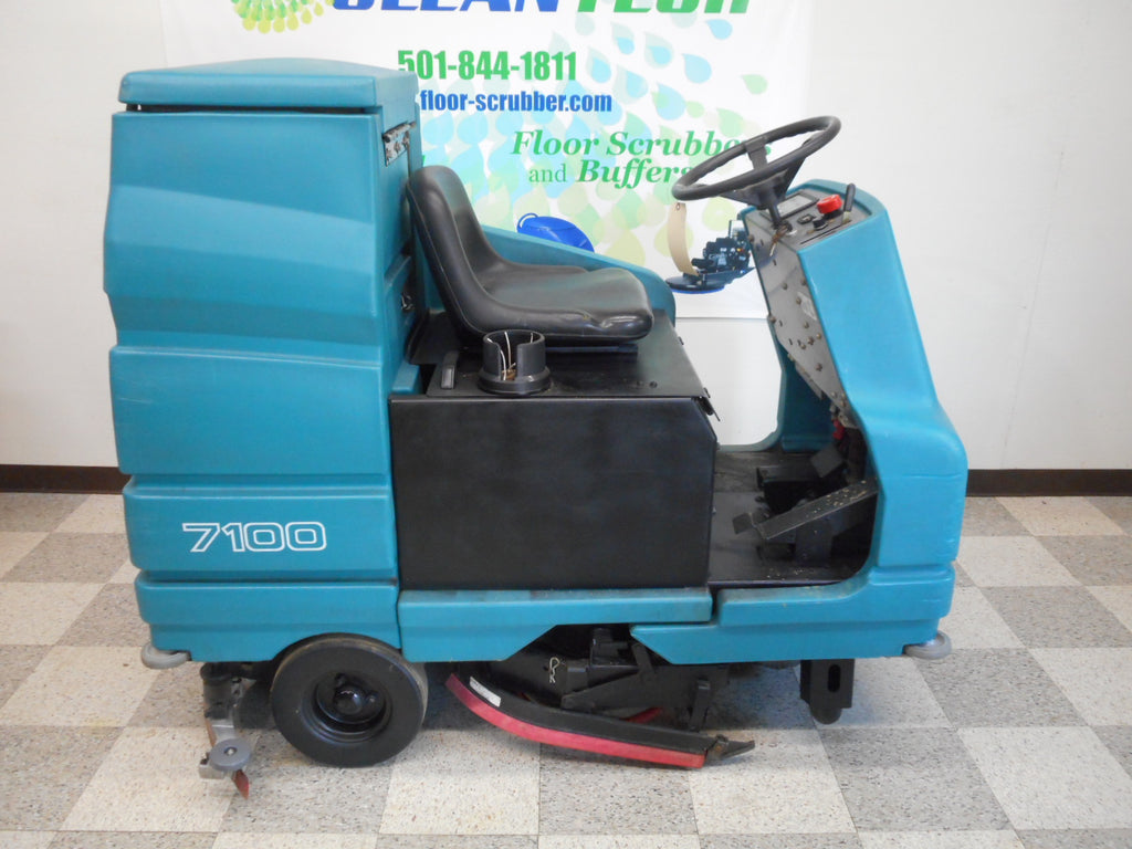 Reconditioned used Tennant 7100 Rider Riding floor scrubber cleaner machine