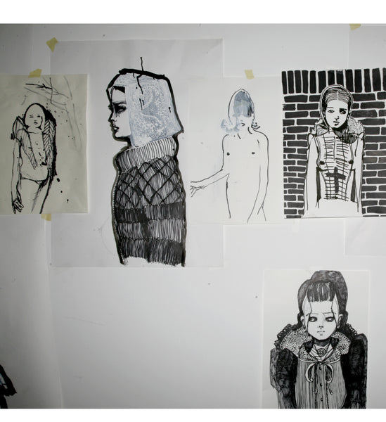 drawings on the wall for the exhibition Gone with the wind by Petra Lunenburg