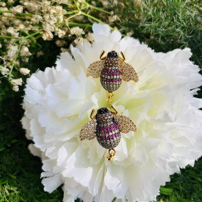 Load image into Gallery viewer, Bug Earrings - Zevar King