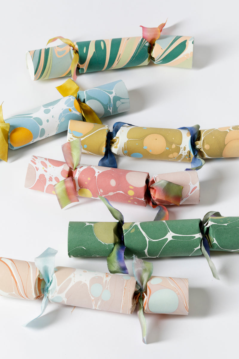 SET OF 6 SPRING MARBLED PARTY CRACKERS