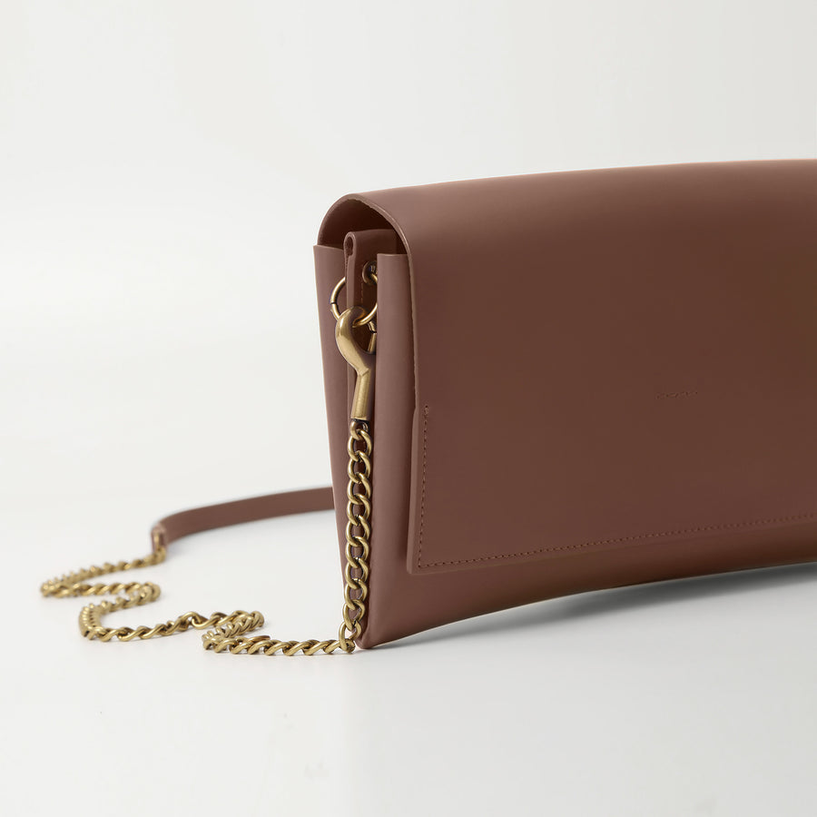 KINEI Chain Clutch - Cognac