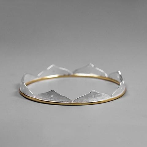 https://antality.com/collections/bracelets/products/minimalist-lotus-flower-bangle
