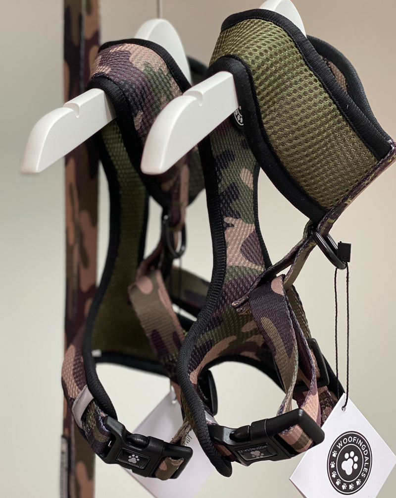 Woofingdales green & brown Camouflage print reversible mesh harness hanging with matching camo lead