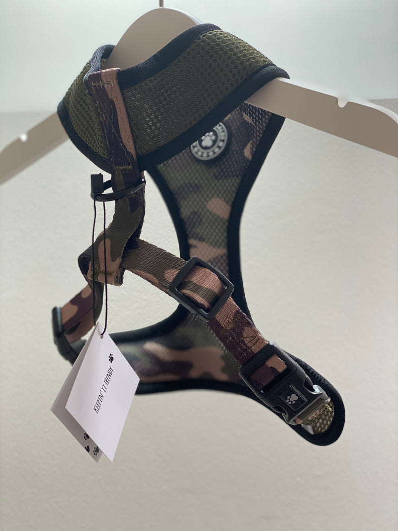Woofingdales Camouflage print reversible mesh harness showing the reverse Khaki green side from the back
