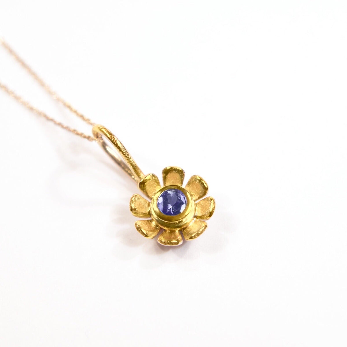 Daisy Flower Pendant: 18ct Yellow Gold, Small Daisy, Blue Sapphire