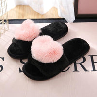 Warm slippers in black and pink