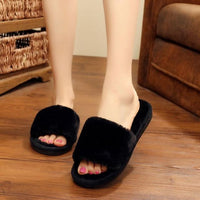 Warm slippers in black