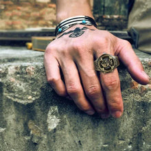 Load image into Gallery viewer, Unisex Finger Ring Watch, Flip Cover Watch Pirate Green Bronze