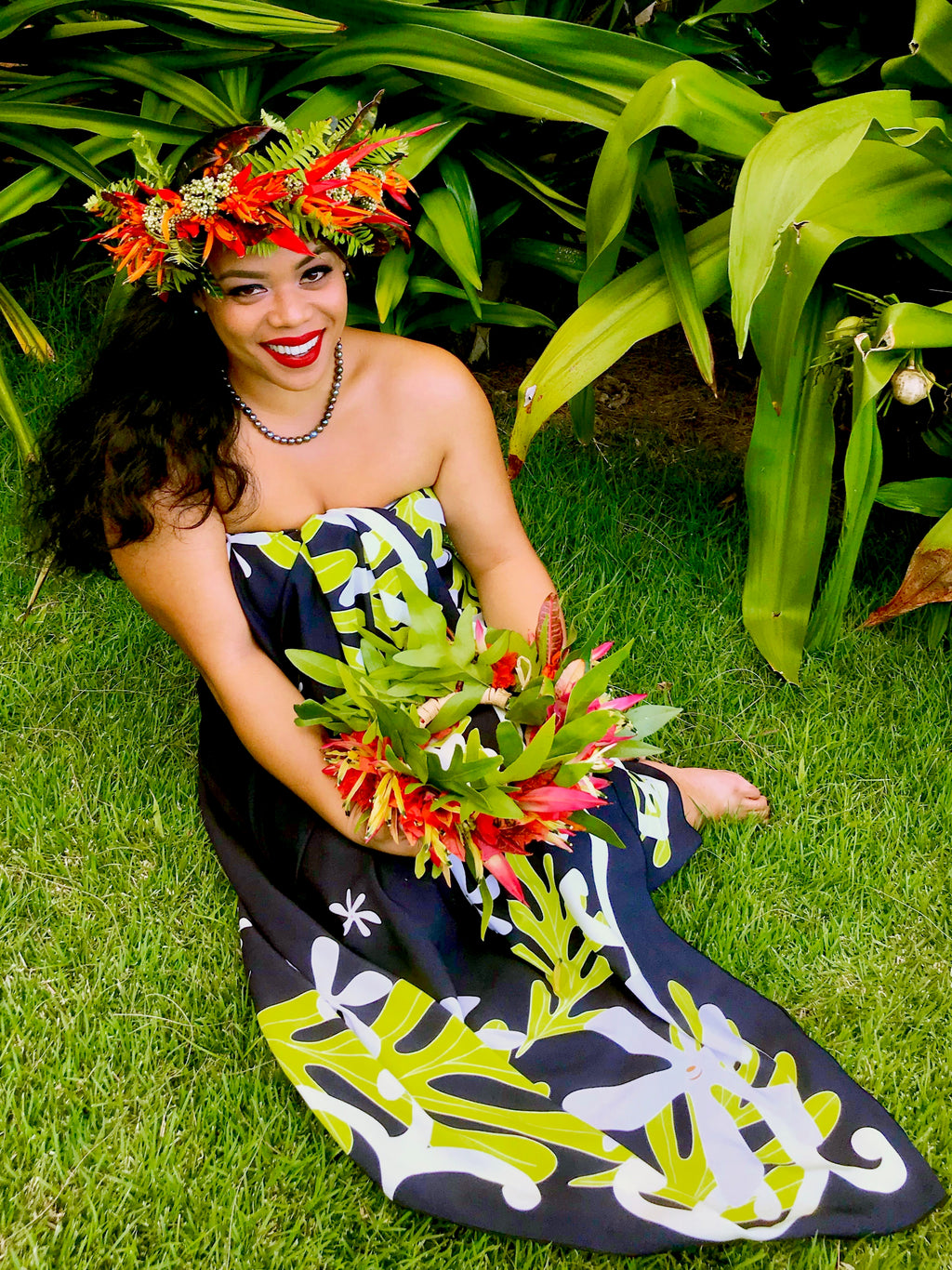 Hawaiian pareo, Tahitian, Tahitian dance, Hawaiian sarong, Hawaii, tropical , Maui, Hana Maui, beach wear, cover up, beach essentials, black clothing, black pareo, black sarong, wedding, beach style wedding, white bikini wrap, Polynesian, Polynesia, Polynesian style, Tropical style, Aloha style