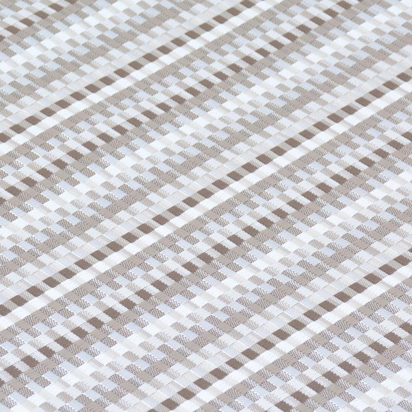 detail of chilewich heddle pebble floor mat