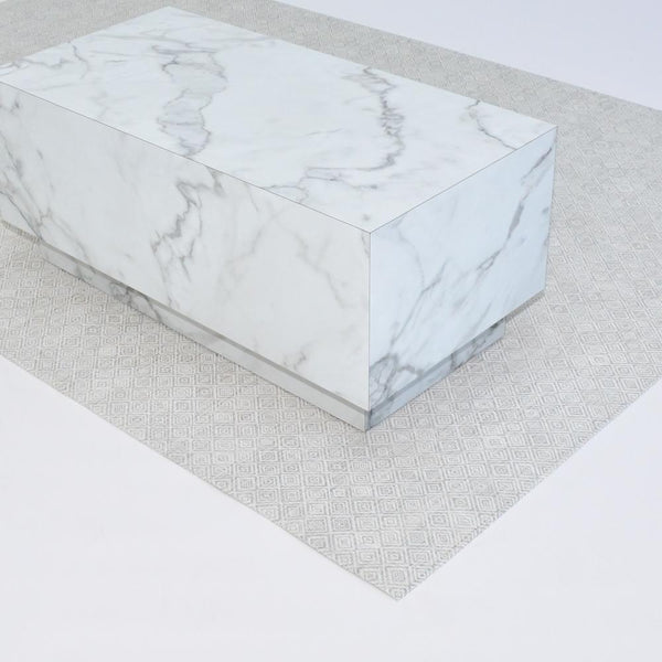detail of chilewich mosaic gray floor mat with plinth table