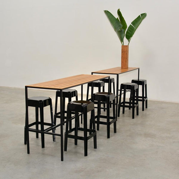 Coast Runner Table with black stools