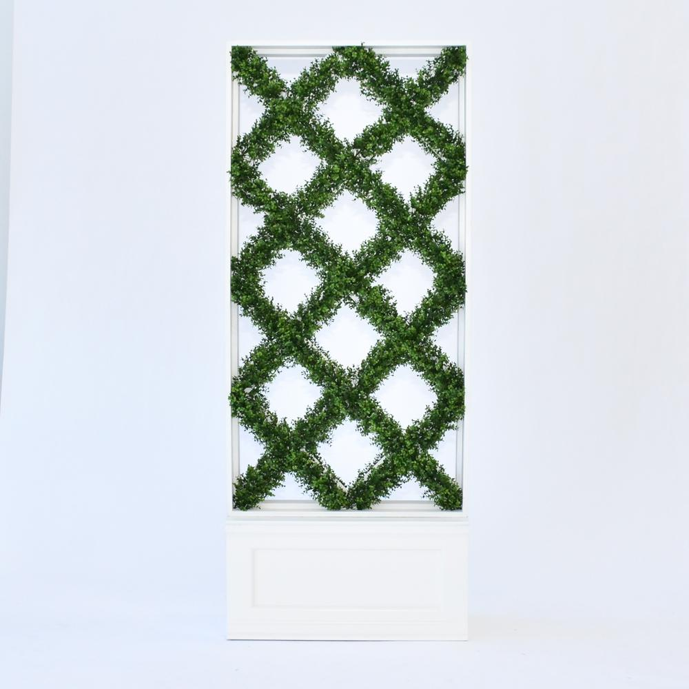 faux lattice hedge with base front view