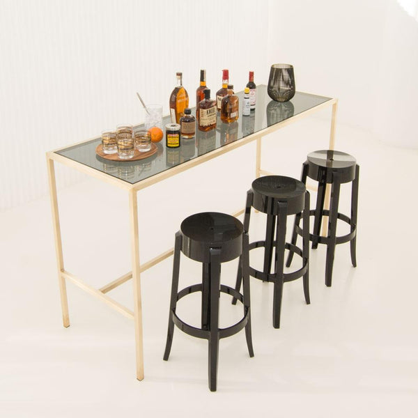 Maxwell runner smoke glass with black stools