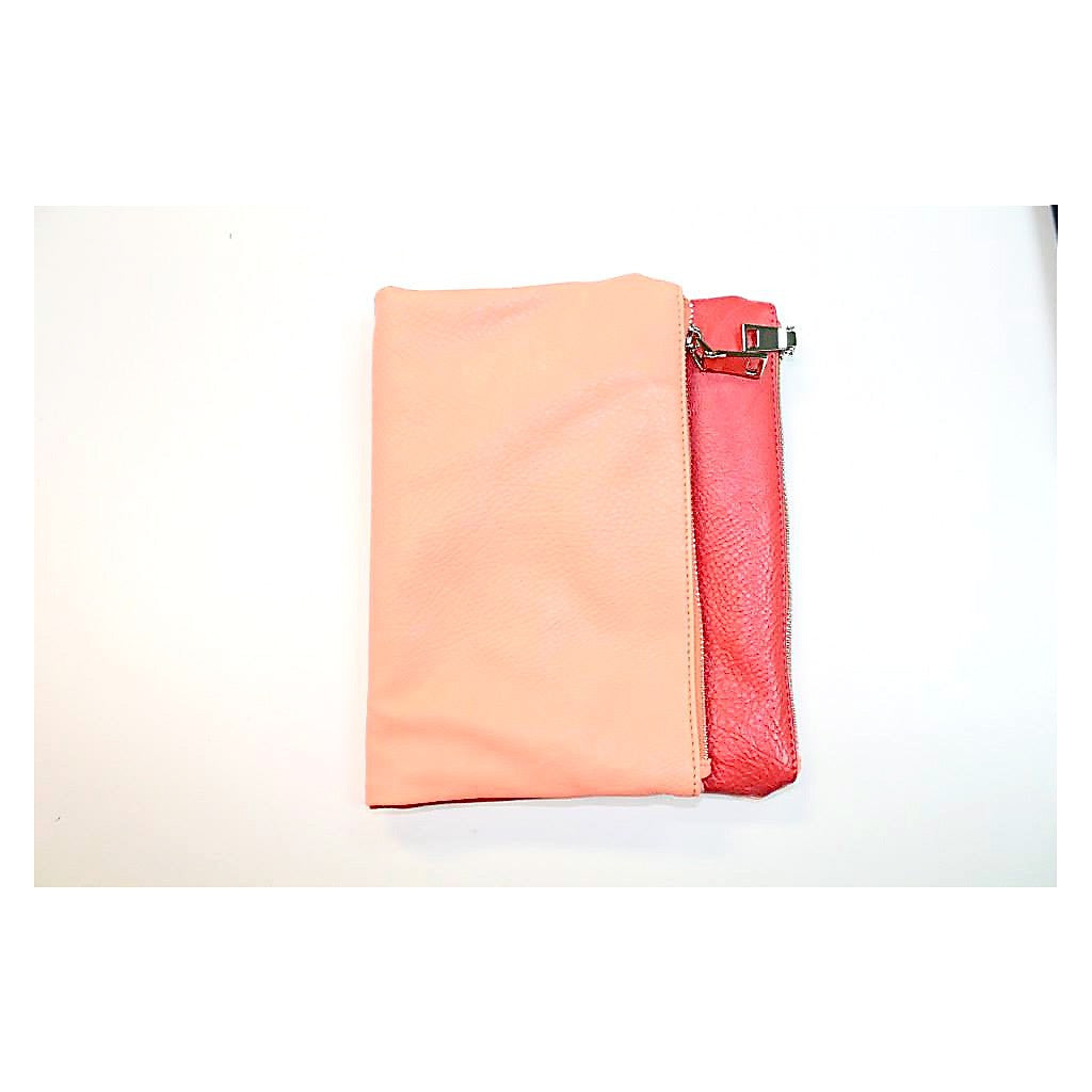 Evie Clutch In Coral Peach