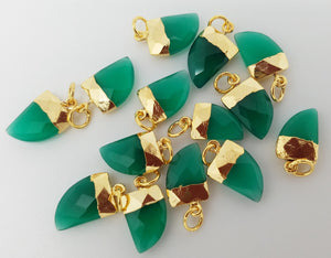 10 x 15mm Green Onyx Horn Pendants w/Gold Plating