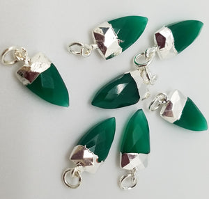 Green Onyx Shark Tooth Pendant w/Silver Plating, 15mm