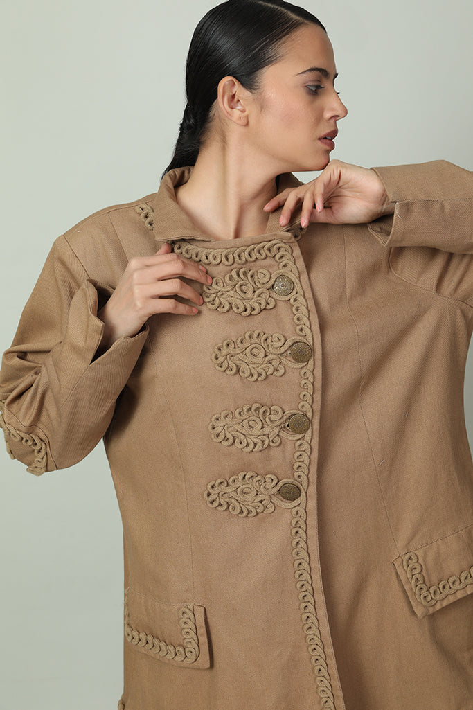 Snazzy Pullover With Rolled-Lacing Design