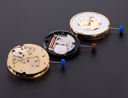 Quartz movement with battery