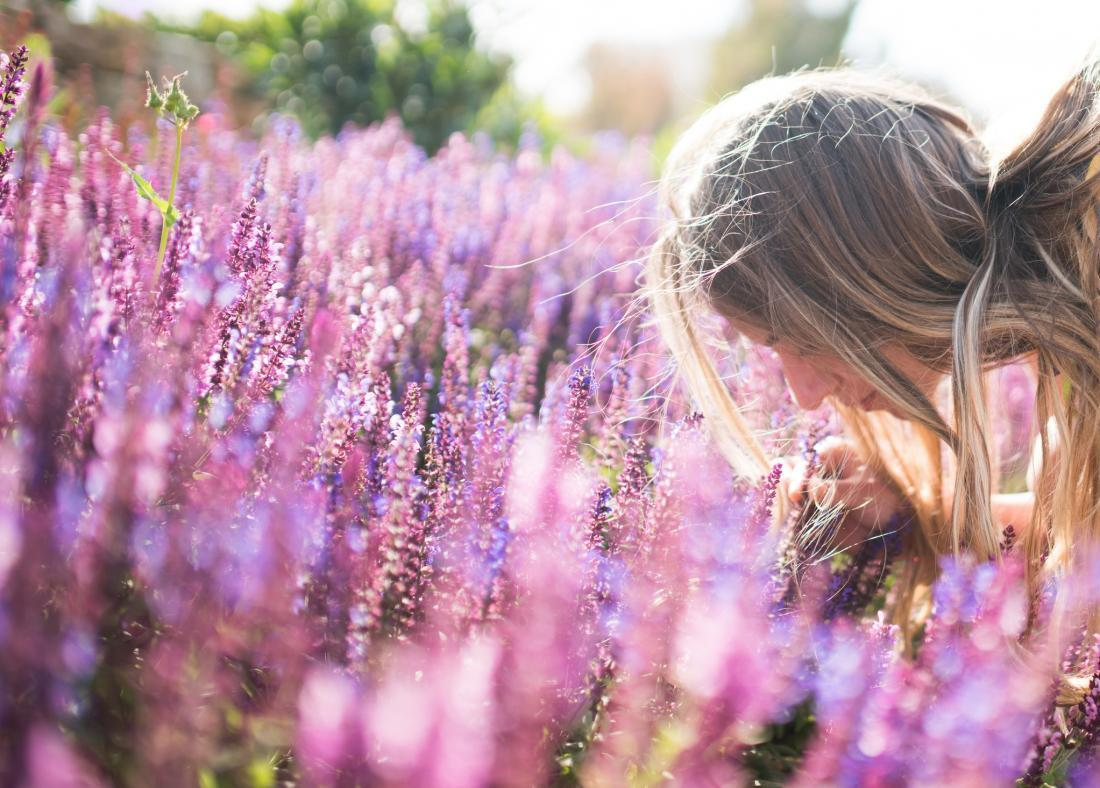 4 Mood Boosting Essential Oil Scents