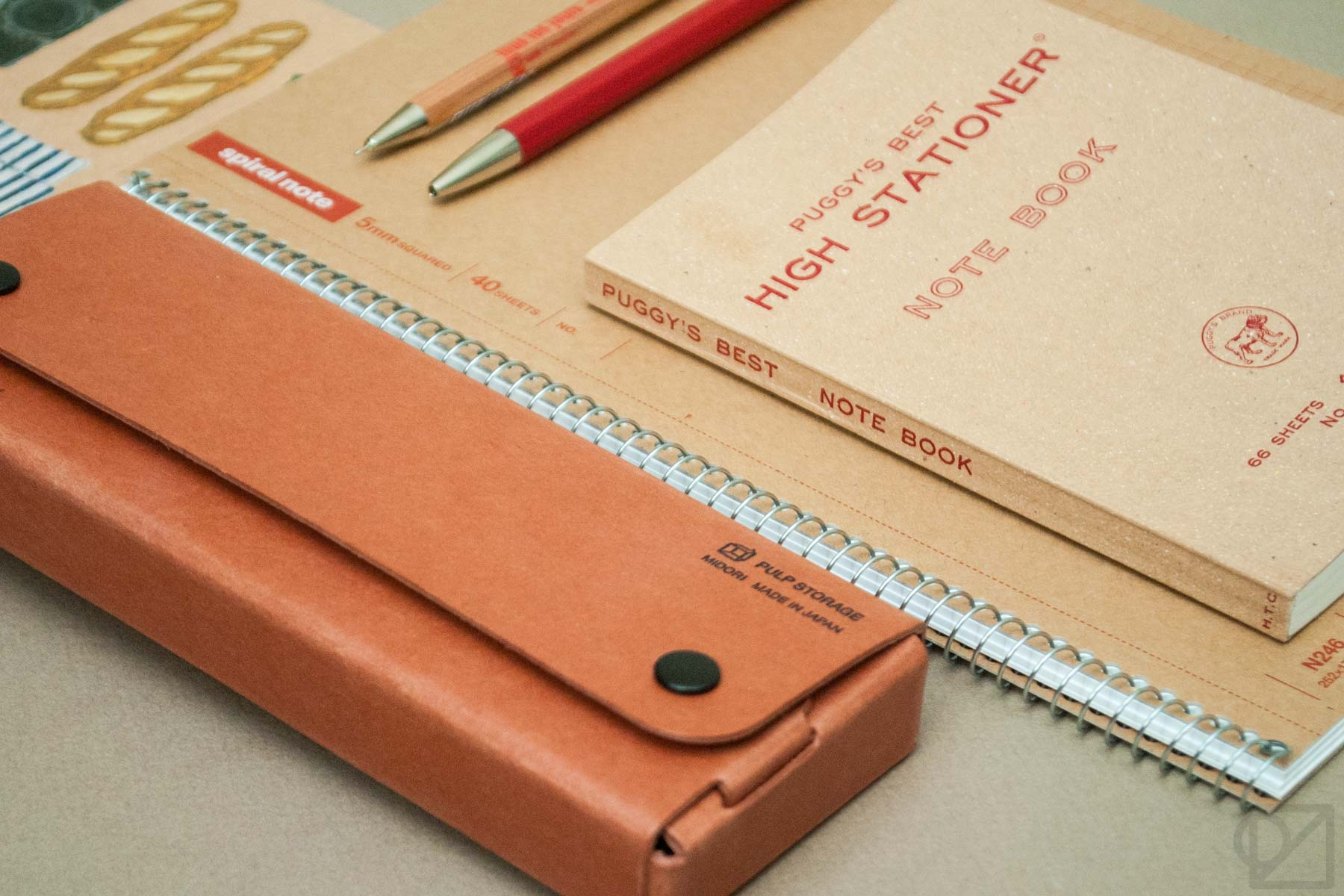 The difference between STATIONERY and STATIONARY