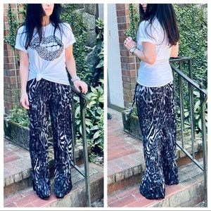 Chic snakeskin print pleated belted wide leg pants