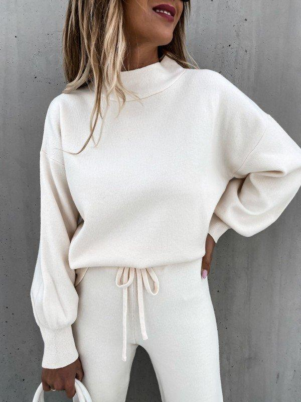 Women'S Fashion Cream Sweater Suit