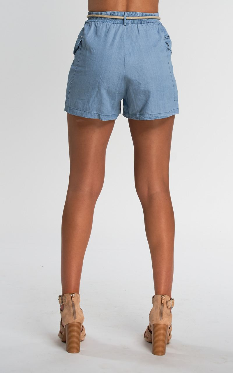 SHORT DENIM CON CORDÓN