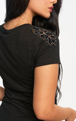 T-SHIRT CON EMBELLISHMENT