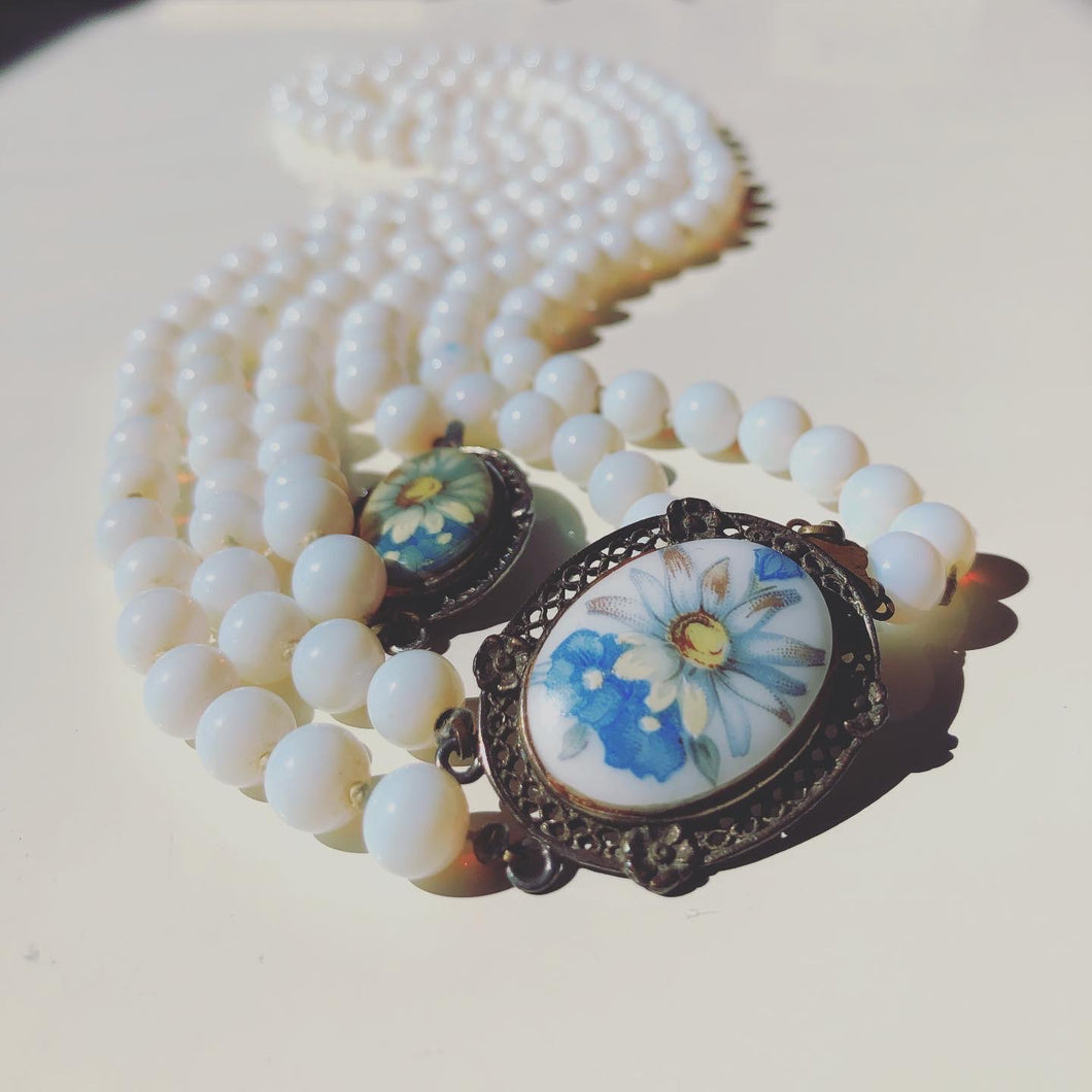 Milk glass beads with flower closure (1960s)
