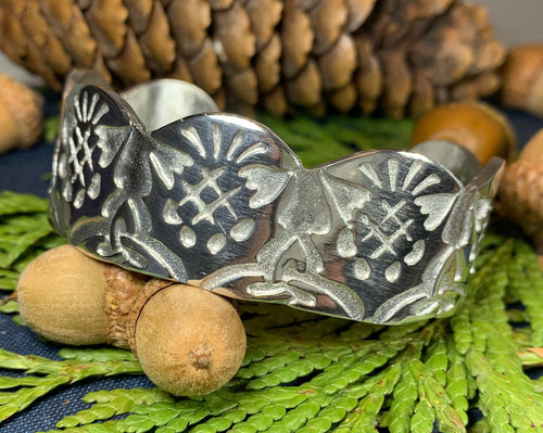 Thistle Bracelet, Celtic Jewelry, Bangle Bracelet, Nature Jewelry, Scotland Jewelry, Wife Gift, Girlfriend Gift, Pewter Cuff Bracelet