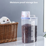 Portable Dog Food Storage Container. 2.5L
