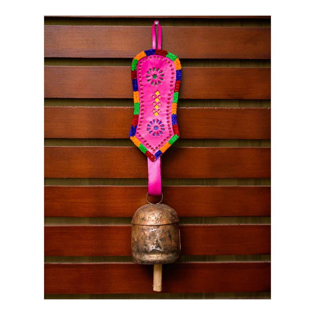 Handmade Balcony Decorative Leather Strap Antique Outdoor Hanging Metal Bell Wind Chime (Pink))