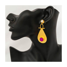 Load image into Gallery viewer, Gold tone pink druzy stone dangler earrings