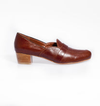 Load image into Gallery viewer, Leather Loafers