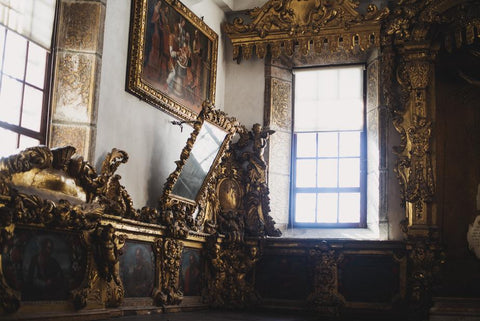 a-home-filled-with-elaborate-gold-decor