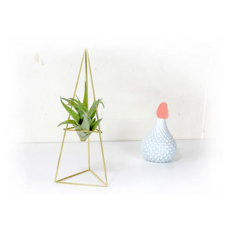 Triangle Airplant Holder in Gold