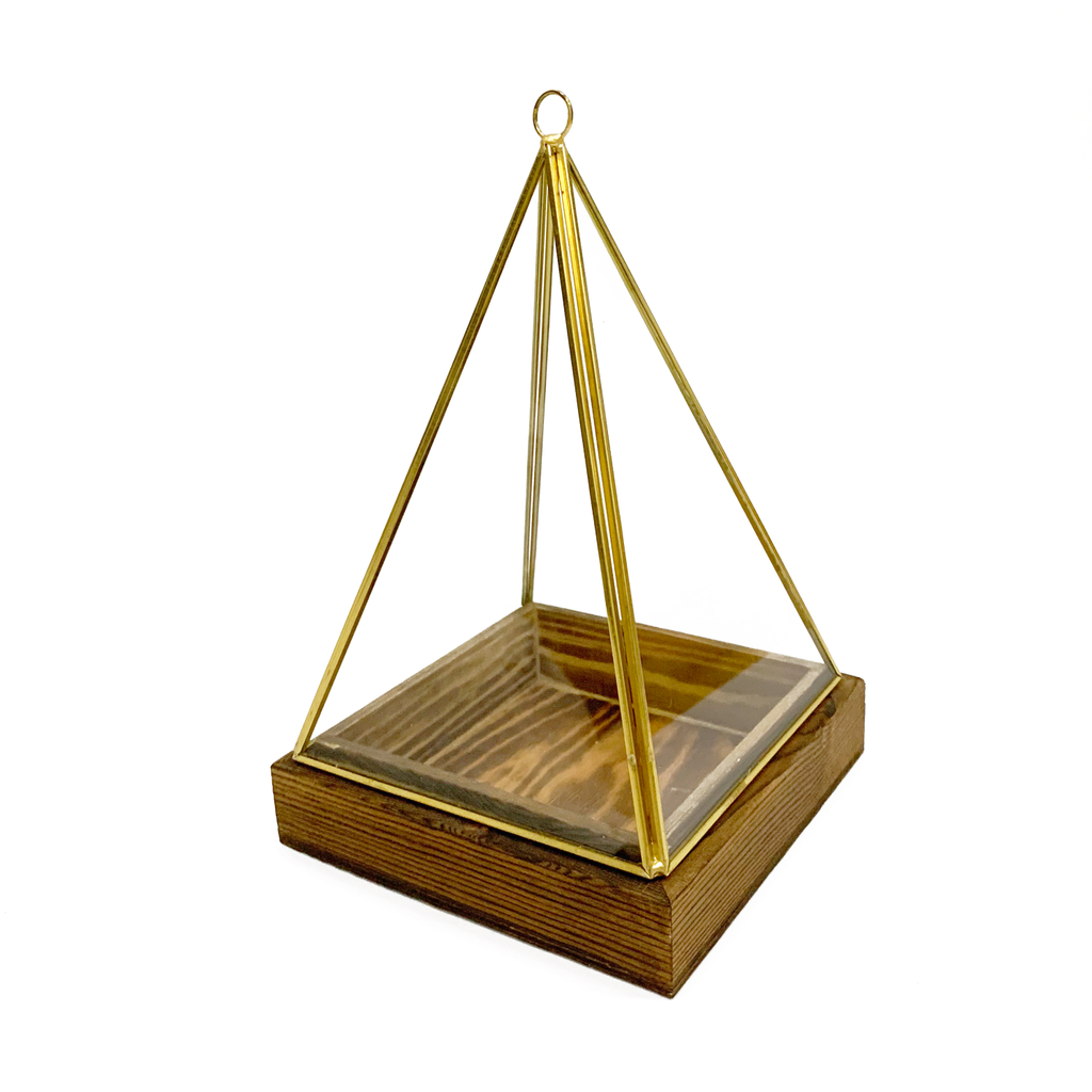 Vasen Glass Pyramid in Gold