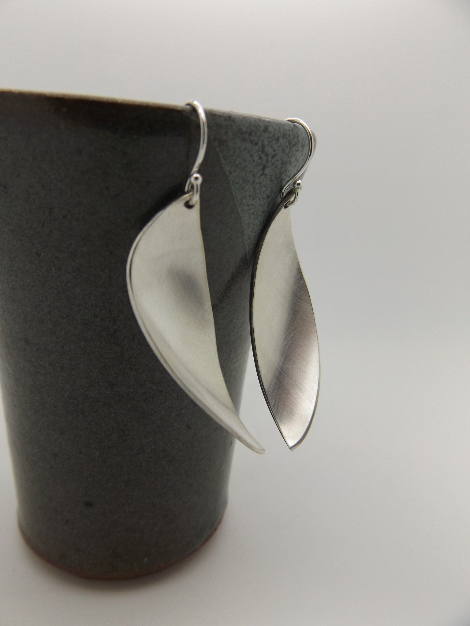 Spoon leaf earrings