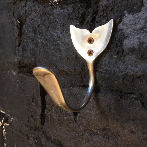 Whale tail spoon hook