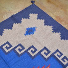 Load image into Gallery viewer, Hand-Woven Reversible Southwestern Design Wool Rug (Size 6.2 X 9.0) Brral-4050