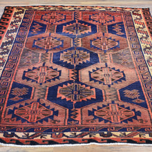 Load image into Gallery viewer, Hand-Knotted Persian Hamadan Wool Geometric Design Rug (Size 5.1 X 6.9) Brral-2262