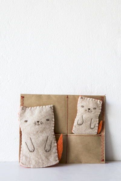 kata golda mama cat & kitten finger puppet