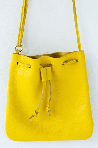 d/e goods yellow bag