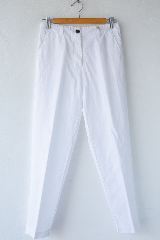 MYTHS White Slim Carrot Pant
