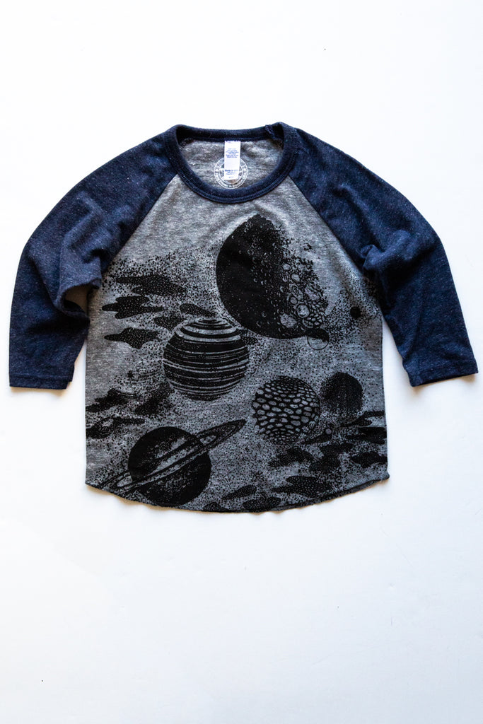 lucky fish grey/navy planets baseball tee