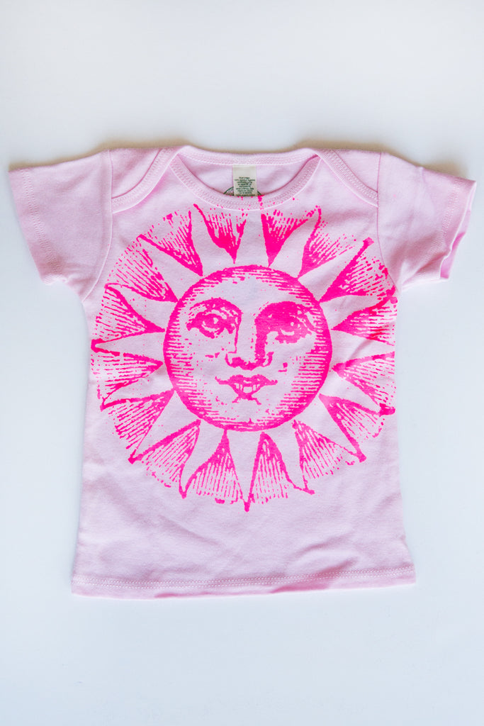 lucky fish pink sunface tee