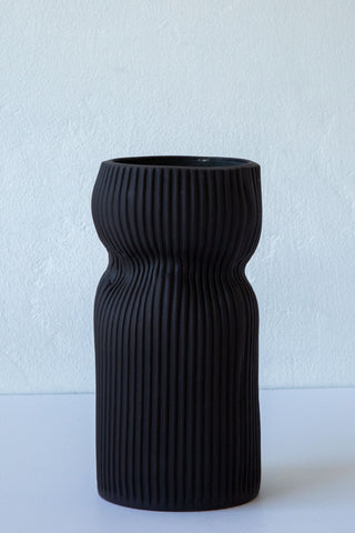 Cym black 05 medium curvy vessel